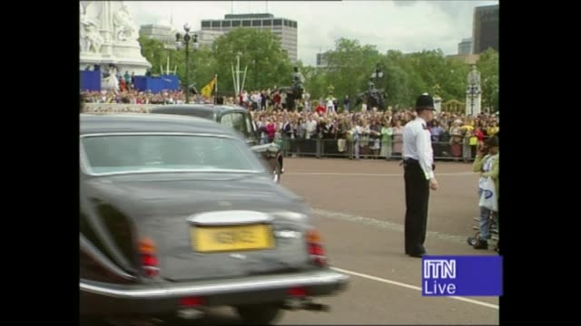 princess diana's funeral royals arrive in london 1417 1525 1440 england london ls motorcade towards ms car past with queen philip seen tbv limo past... - funeral stock videos & royalty-free footage