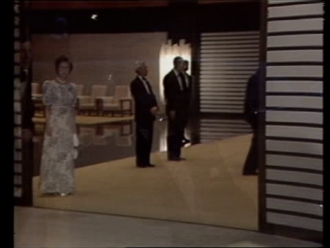 the prince and princess of wales across the pacific:; japan: tokyo: evening as prince charles, prince of wales & diana, princess of wales arrive for... - 天皇点の映像素材/bロール