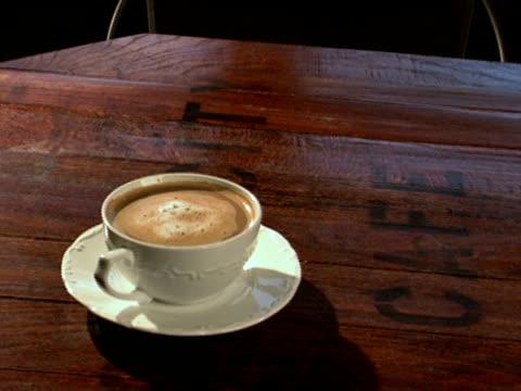 特製コーヒーとマフィン - マフィン点の映像素材/bロール