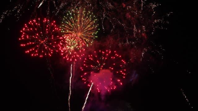 4 K の壮大な花火大会と幻想的な素晴らしい花火