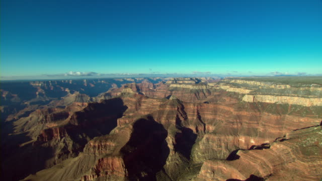 spectacular mesas stretch across the grand canyon. - grand canyon点の映像素材/bロール