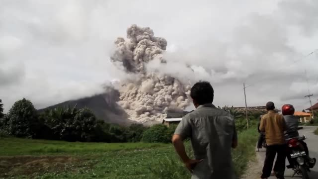 a spectacular volcanic eruption od mount sinabung in indonesia on october 29 2014 - indonesia volcano stock videos & royalty-free footage