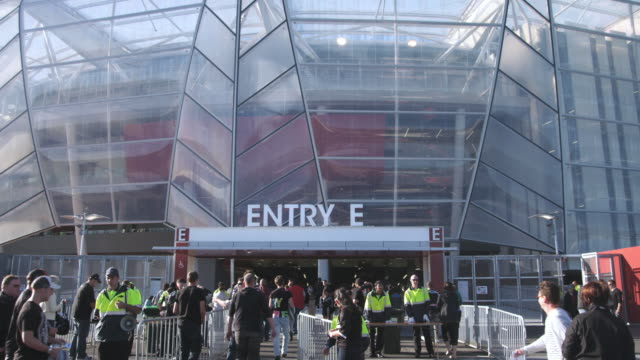 MS Spectators enter Eden Park Stadium / Auckland, New Zealand