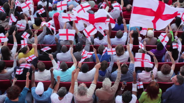 vídeos de stock, filmes e b-roll de ws ha spectators in bleachers waving english flags, london, uk - cultura inglesa