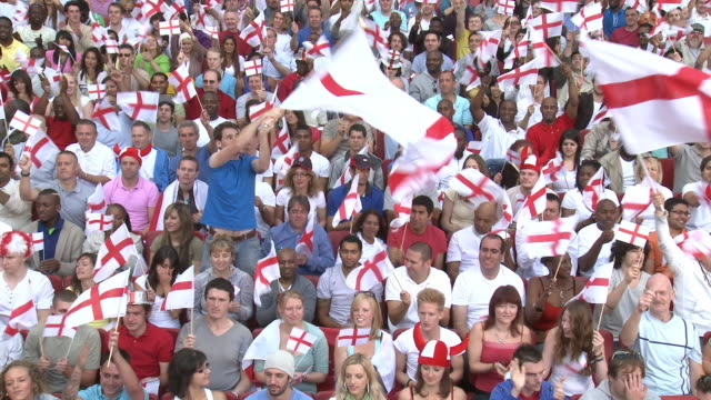 vidéos et rushes de ws spectators in bleachers waving english flags, london, uk - angleterre