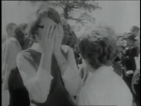 vídeos de stock, filmes e b-roll de spectators in dallas and across the nation react to the assassination of president john f. kennedy. - primeira página de jornal