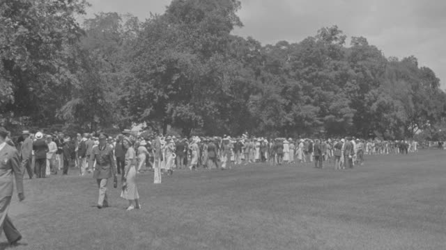 ws spectators leaving  after veiwing united states corps of cadets march  - ウェストポイント点の映像素材/bロール