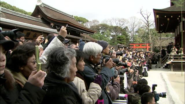 vídeos de stock e filmes b-roll de spectators take pictures as they watch a game of kemari. - religião