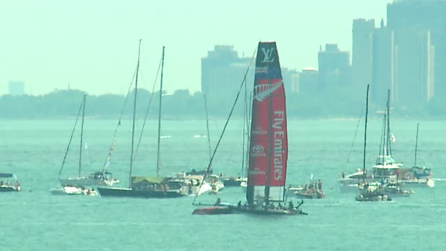 wgn spectators watch sailboats in america's cup world series from chicago's navy pieron june 11 2016 - oracle corporation stock-videos und b-roll-filmmaterial