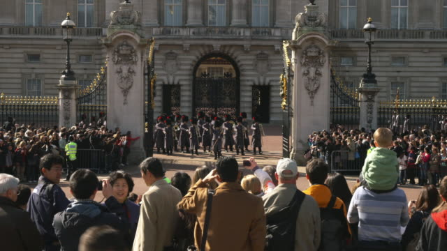 ms spectators watching changing of the guard at buckingham palace, london, united kingdom - honour guard stock videos & royalty-free footage