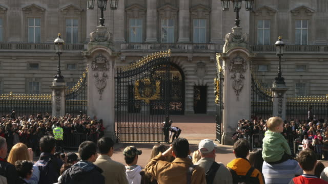 ms spectators watching changing of the guard at buckingham palace, london, united kingdom - gate stock videos & royalty-free footage