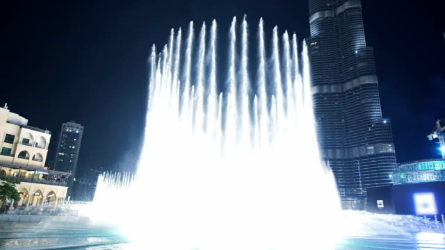 Specular fountain in front of the Burj Khalifa