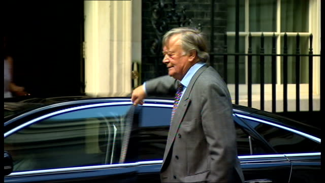 speculation ahead of cabinet reshuffle; london: downing street: **clarke interview partly overlaid sot** clarke out of car and along to number ten - 内閣改造点の映像素材/bロール