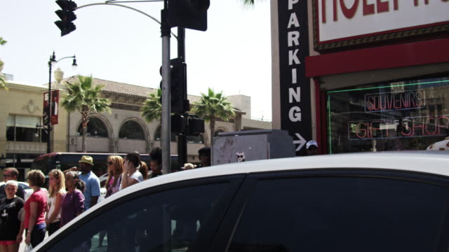 vidéos et rushes de sped-up shot of buildings along hollywood blvd. california - hollywood boulevard