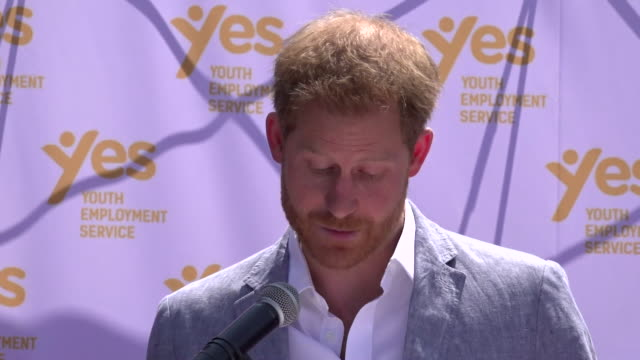 vídeos y material grabado en eventos de stock de speech prince harry during visit to township in johannesburg says we will firmly stand up for what we believe and we will do everything we can to... - injusticia