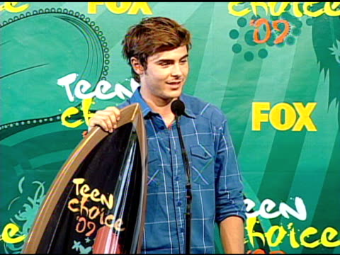 zac efron at the 2009 teen choice awards - press room at universal city ca. - universal city stock videos & royalty-free footage