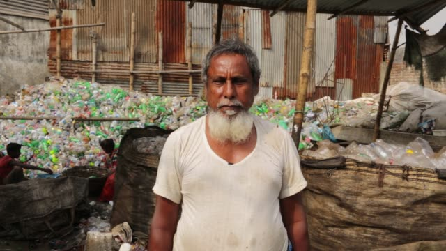 vídeos y material grabado en eventos de stock de speeches of a factory supervisor where bangladeshi people works in a plastic bottle recycling factory in dhaka bangladesh on february 08 2018 after... - plant part