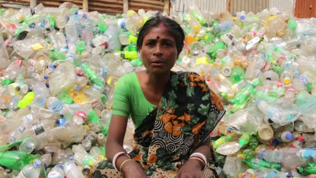 vídeos y material grabado en eventos de stock de speeches of a working women where bangladeshi people works in a plastic bottle recycling factory in dhaka bangladesh on february 08 2018 after... - plant part