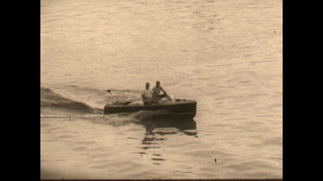 vidéos et rushes de speed boat and shots of the mississippi river near st louis - nostalgie