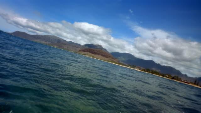 vídeos y material grabado en eventos de stock de pov speed boat in water - balancearse
