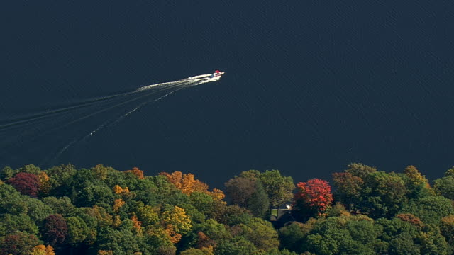 WS AERIAL TD ZI TU Speed boat moving at Candlewood Lake / Connecticut, United States