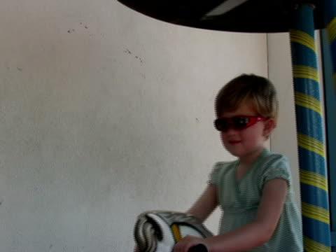 speed of childhood - endast flickor bildbanksvideor och videomaterial från bakom kulisserna