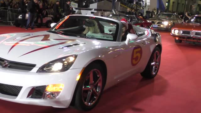 speed racer on hollywood blvd at the 85th annual hollywood christmas parade in hollywood in celebrity sightings in los angeles - sfilata di natale di hollywood video stock e b–roll
