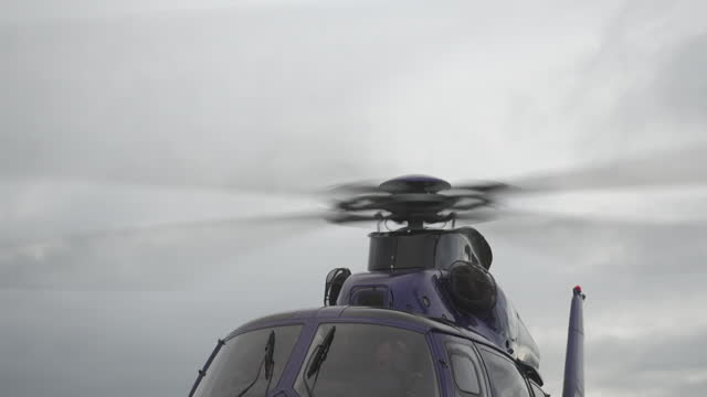 speed ramp helicopter landing - propeller stock videos & royalty-free footage