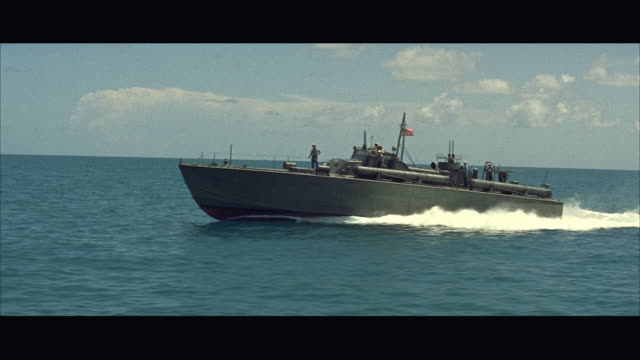 stockvideo's en b-roll-footage met ws zo ts speeding p-t boat in sea / usa - amerikaanse zeemacht