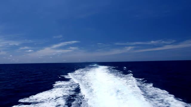 スピーディーなボート prop ウォッシュ - ヨット点の映像素材/bロール
