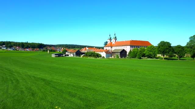 vidéos et rushes de monastère de speinshart en bavière du nord - ensoleillé