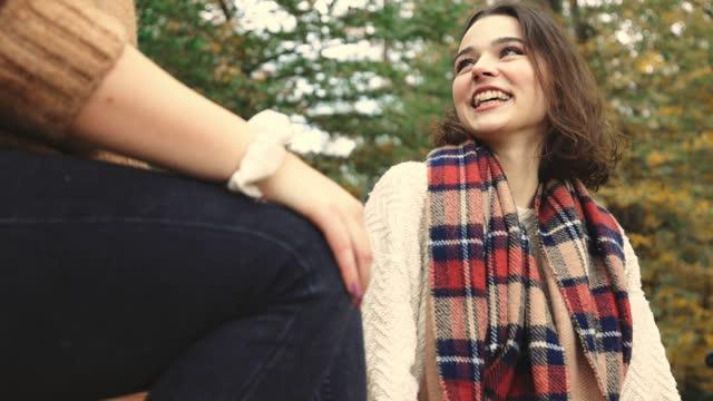 vidéos et rushes de passer du temps avec des amis - vibes automne - la vingtaine