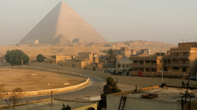 sphinx and great pyramids at giza, cairo, egypt - egyptian culture stock videos & royalty-free footage