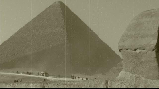 vídeos de stock, filmes e b-roll de esfinge e a grande pirâmide - egito