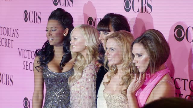 vídeos de stock e filmes b-roll de spice girls at the 12th annual victoria's secret fashion show at the kodak theatre in hollywood california on november 15 2007 - spice girls