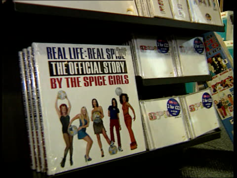 vídeos de stock e filmes b-roll de spice girls booed after demanding not to be photographed at spanish awards ceremony england london int rick sky interview sot people are fed up with... - spice girls