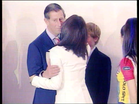 vídeos de stock e filmes b-roll de spice girls lib prince charles standing with prince harry kissing spice girls - spice girls