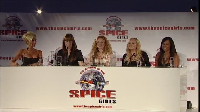 vídeos de stock e filmes b-roll de spice girls press conference where they formally announced they were to reunite as a group and go on tour talk about girl power 2007 - spice girls