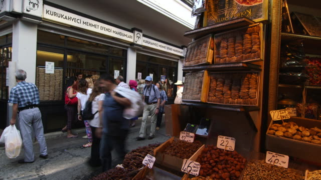 stockvideo's en b-roll-footage met spice vendor side - wiese