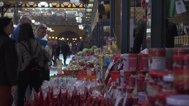 vídeos de stock e filmes b-roll de spices at budapest central market - budapest