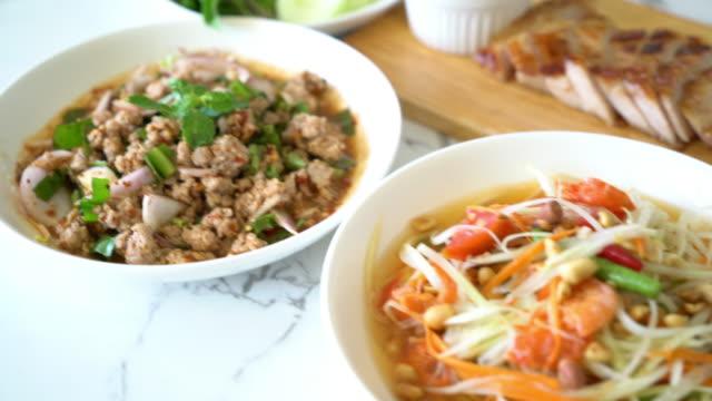spicy papaya salad (traditional thai food) - thai food stock videos and b-roll footage