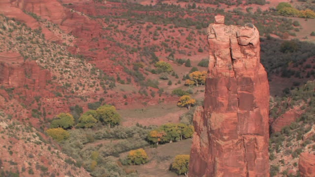 ms ms spider rock and trees in canyon/ canyon de chelly national monument, arizona - canyon de chelly national monument stock videos & royalty-free footage