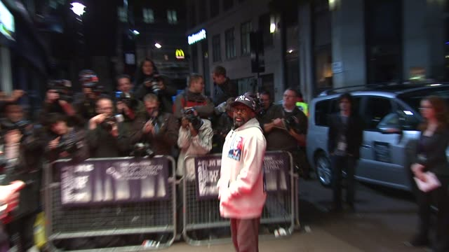 spike lee shows his support for obama, emblazoned on his hoodie at the london film festival - miracle at st anna at london . - 奇跡点の映像素材/bロール