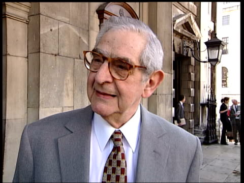 spike milligan memorial; england: london: parish church of st martins-in-the fields itn ext down side parish church of st martins-in-the-fields, side... - denis norden stock-videos und b-roll-filmmaterial