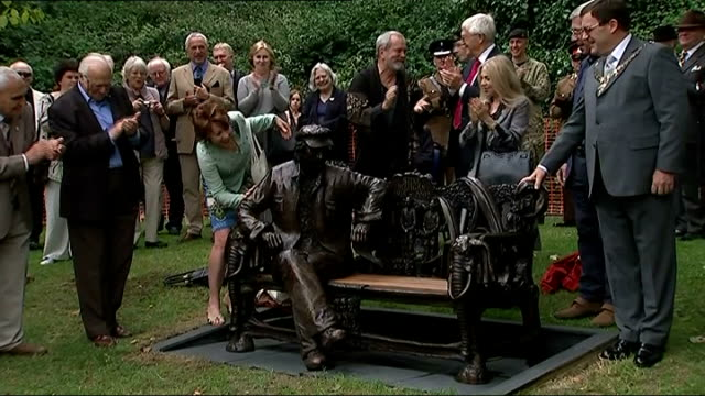 spike milligan statue unveiled in finchley england finchley avenue house ext bronze statue of spike miligan sitting on a bench being unveiled pull... - maureen lipman stock videos and b-roll footage