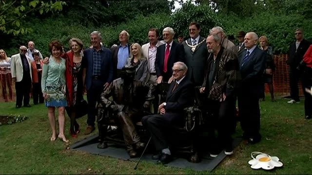 spike milligan statue unveiled in finchley kathy lette posing on statue bench press pan celebrities around milligan statue lipman and lette chatting... - kathy lette stock videos & royalty-free footage