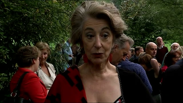 stockvideo's en b-roll-footage met spike milligan statue unveiled in finchley maureen lipman interview sot / terry gilliam interview sot / gvs set ups shots with reporter - terry gilliam
