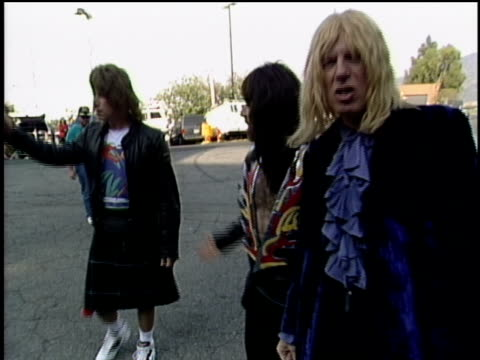 stockvideo's en b-roll-footage met spinal tap arrive to the 1991 mtv video music awards - 1991