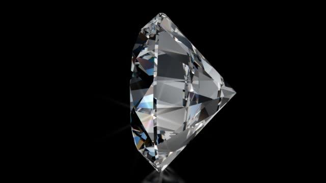 スピニングなカットのダイヤモンドに輝く