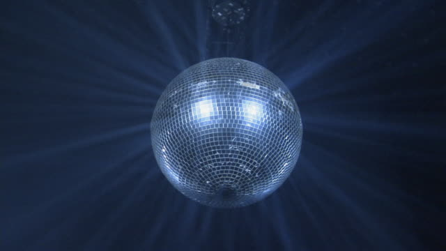 stockvideo's en b-roll-footage met ms, la, spinning disco ball - enkel object